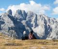 Guardando le Dolomiti.
